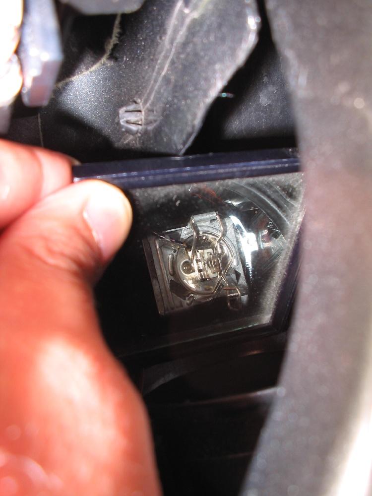 45721d1141626398 how install new headlight bulbs headlight_low_clip_med attachments mazda 6 forums mazda 6 forum mazda atenza forum