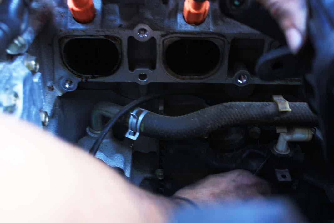 How to : PCV Valve removal-img_4128_1_.jpg